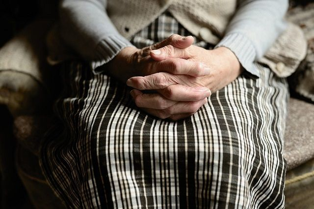 Подростки воспользовались беспомощностью пожилой женщины.