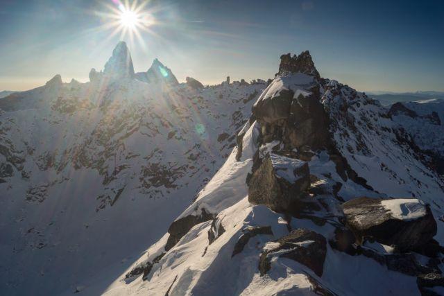 Сибиряков призывают избегать мест, где возможен сход лавин.