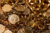 Женщины забрали из квартиры золото и деньги