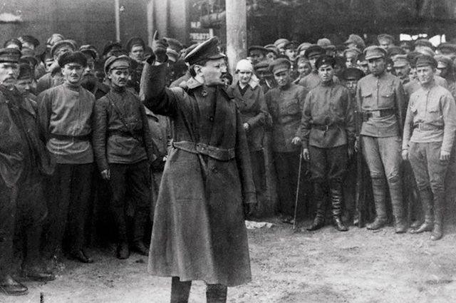 Выступление Льва Троцкого перед красноармейцами.