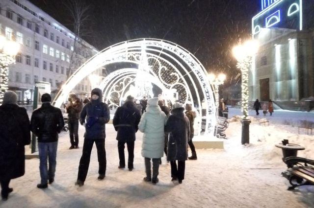 К середине декабря на улицах города установят порядка 250 новых свето-иллюминационных объектов и 6 уличных тематических выставок.