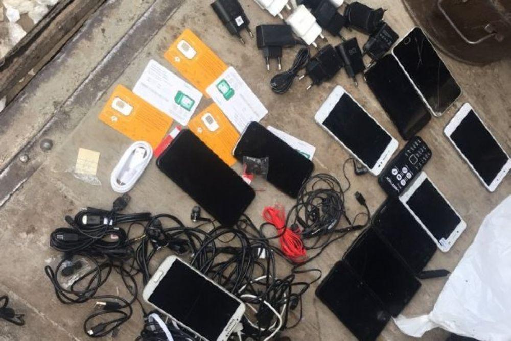 В июле 2018 года в ИК-29 (г.Пермь) в электродвигателе автомобиля, заезжающего на территорию жилой зоны, обнаружили 12 сотовых телефонов и комплектующие к ним.