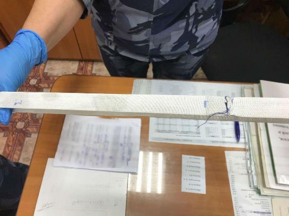 В феврале 2019 года в ныробской ИК-4 в комнате для свиданий при досмотре передачи благодаря служебной собаке обнаружили, что бельевая резинка спортивных штанов пропитана веществом наркотического содержания.