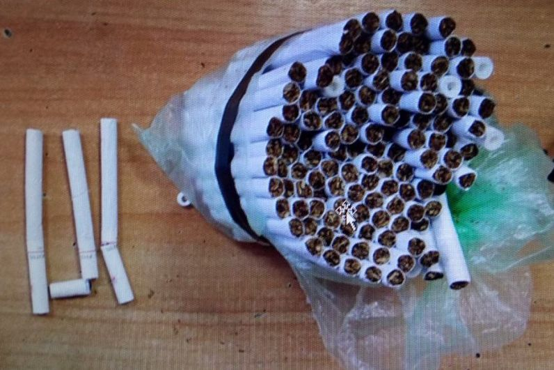А в марте 2019 года наркотики пытались доставить заключённому ИК-29 (Пермь) в сигаретах: их спрятали в фильтрах.