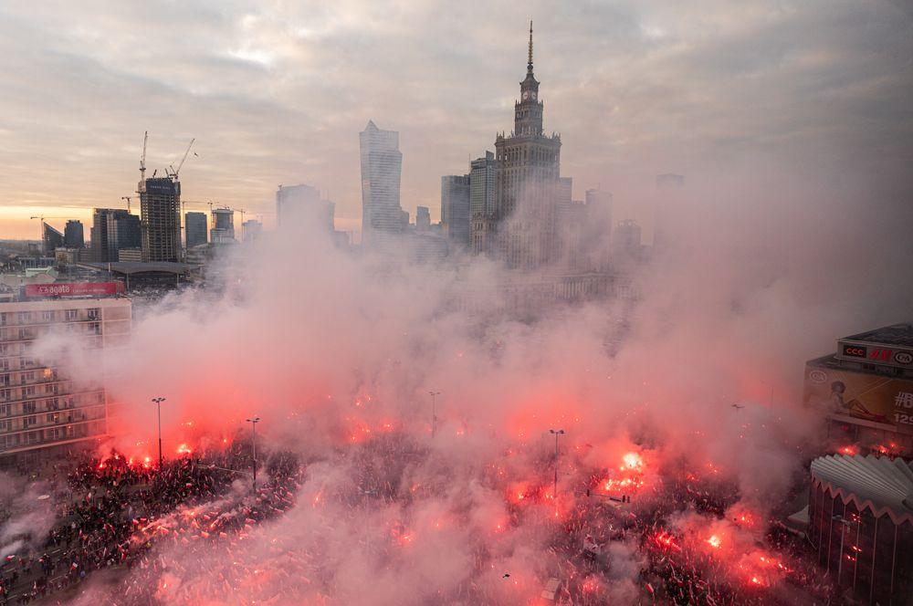 Во время марша, посвященного национальному празднику независимости Польши в Варшаве.
