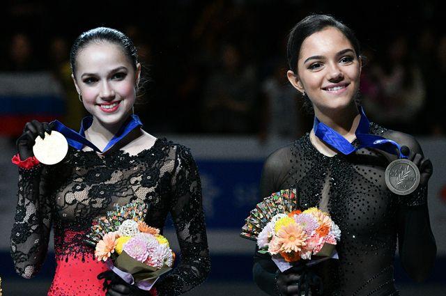 Призеры чемпионата мира по фигурному катанию в Сайтаме (слева направо): Алина Загитова и Евгения Медведева.