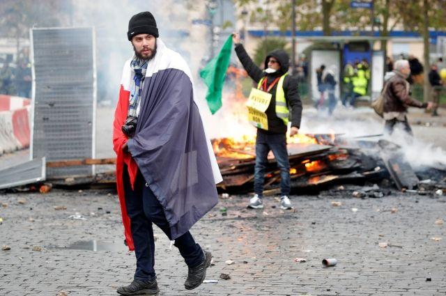 В Париже задержали больше ста участников акций «желтых жилетов» photo