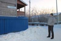 В Салехарде активисты ОНФ обследовали дом, разрушающийся после капремонта