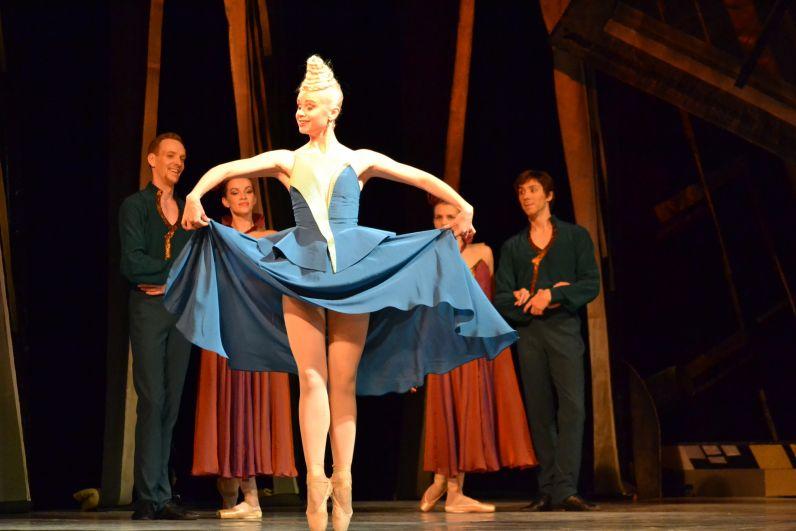 Постановка Театра оперы и балета Коми – это одновременно классическое прочтение знаменитого балета и современный танцевальный стиль, близкий и понятный каждому зрителю.