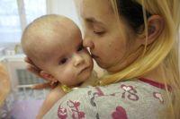 Маленькая Катя Ляшкова страдает органическим поражением головного мозга и дыхательной недостаточностью.