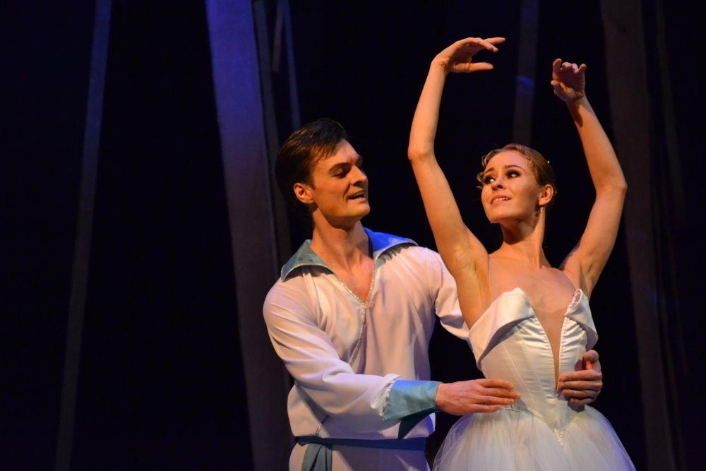 Главные партии в балете исполнили Наталья Супрун (Золушка) и Ринат Бикмухаметов (Принц)