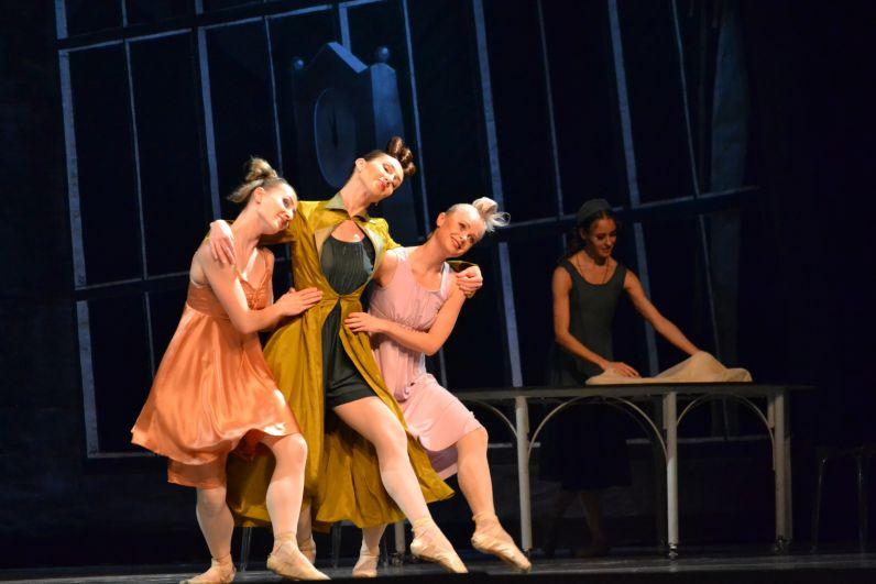 Удивительная атмосфера, яркие и запоминающиеся танцы артистов и великолепная солнечная музыка Сергея Прокофьева – все это ждёт зрителей в новом необычайно красивом спектакле.