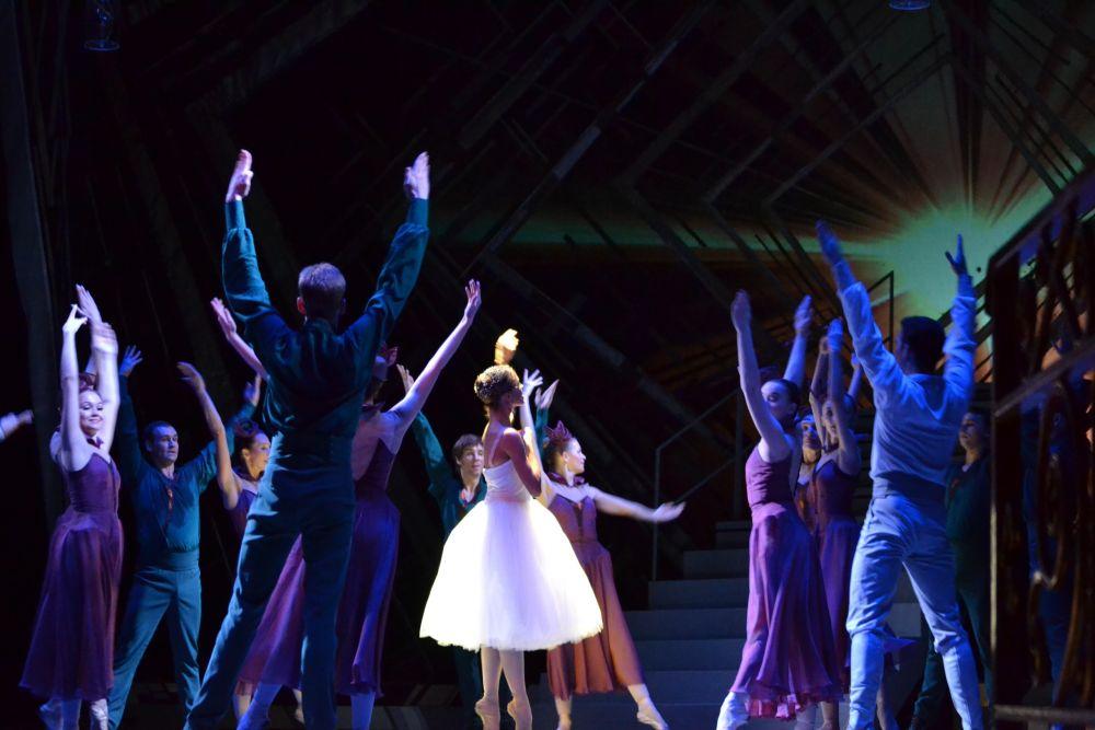 Вновь созданный балет «Золушка» удивительно притягателен. Он завораживает магией и волшебством, обладает удивительной силой.