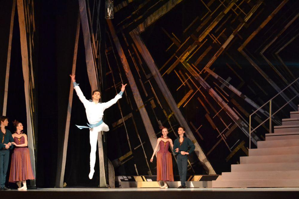 Этот балет войдёт в репертуар театра и должен занять там достойное место: он обещает стать одним из самых потрясающих и роскошных.