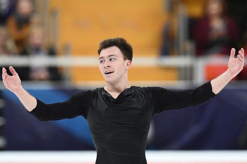 Дмитрий Алиев выступает в произвольной программе мужского одиночного катания.