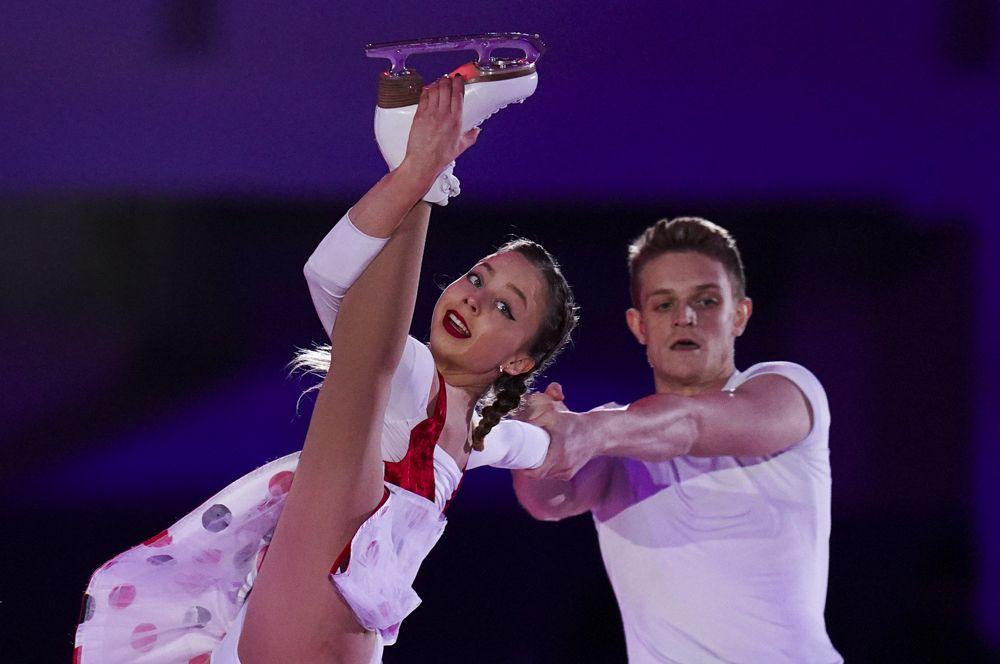 Александра Бойкова и Дмитрий Козловский на показательных выступлениях V этапа Гран-при по фигурному катанию.