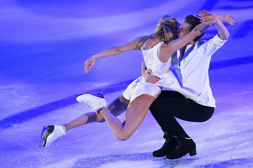 Виктория Синицина и Никита Кацалапов выступают на показательных выступлениях V этапа Гран-при по фигурному катанию в Москве.