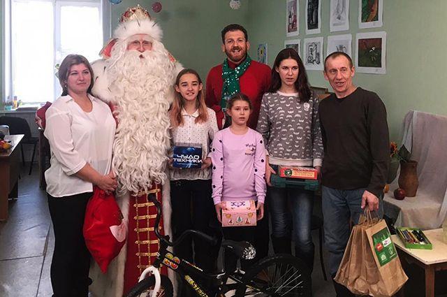 Дед Мороз и семья Скоковых