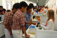 Пятиклассница представила аппарат для предреабилитации больных инсультом в Индонезии.