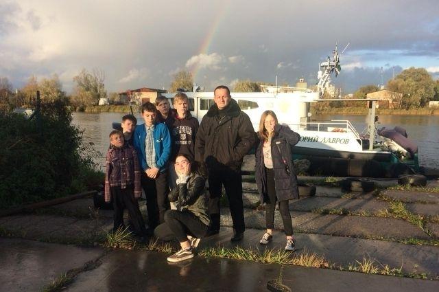 Дети из правдинского приюта побывали на таможенном судне «Юрий Лавров»