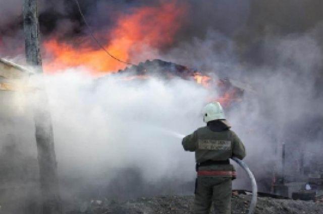 На пожаре в посёлке Придорожное пострадал человек