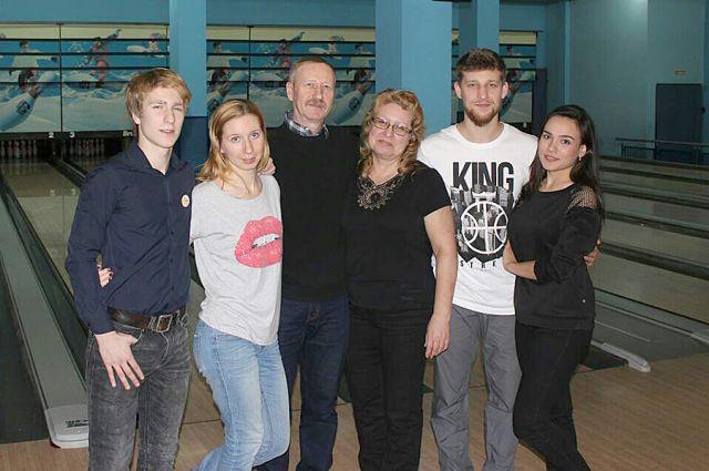 В большой семье больше радостей и поддержки. Ольга Чиркина (на фото – третья справа) и её близкие.