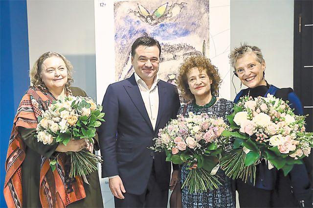 Екатерина Селезнёва, Андрей Воробьёв, Мерет иБелла Мейер наоткрытии выставки.