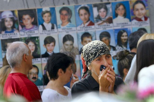 Каждая фотография– это память о тех, кто погиб и выжил, спасал и сражался в школе №1 в Беслане 1–3 сентября 2004 года.
