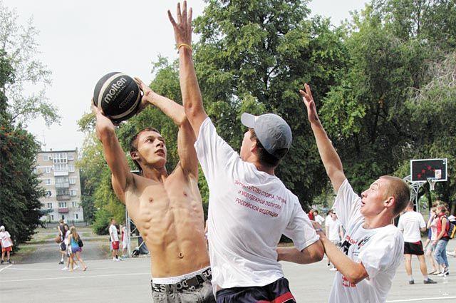 Занятия спортом для подростков могут стать прекрасной альтернативой вредным привычкам.