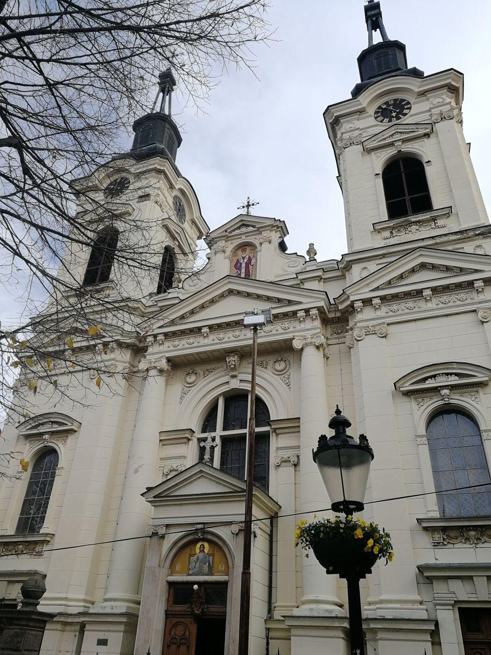 Собор святого Николая внешне поход на католический, потому что строился под влиянием барокко.