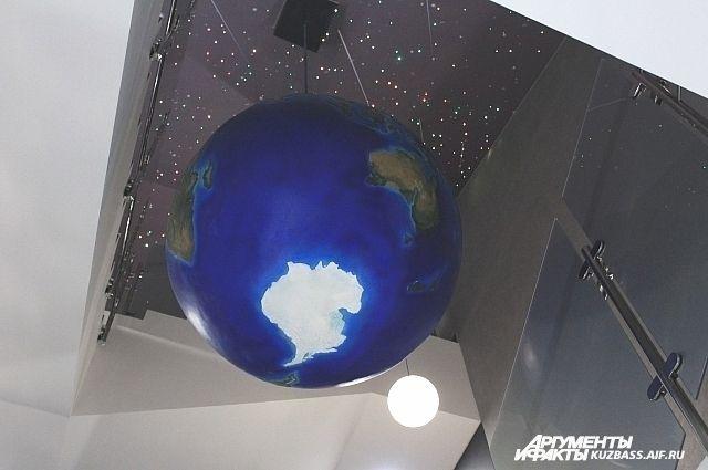 Планетарий был создан в 1967 году на базе астрономической площадке, которую основал в 1957 году первый декан физического факультета КемГУ Кузьма Мацуков.