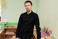 Евгений работает в пермском детском саду №233 «Школа Рыцарей и Принцесс». Он единственный мужчина-воспитатель в краевой столице.