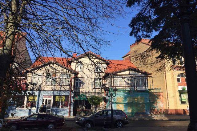 В Зеленоградске отремонтировали кровлю исторического здания