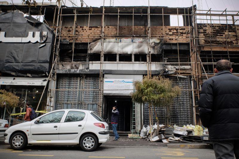 Сожженный филиал «Дей банка» в Тегеране.