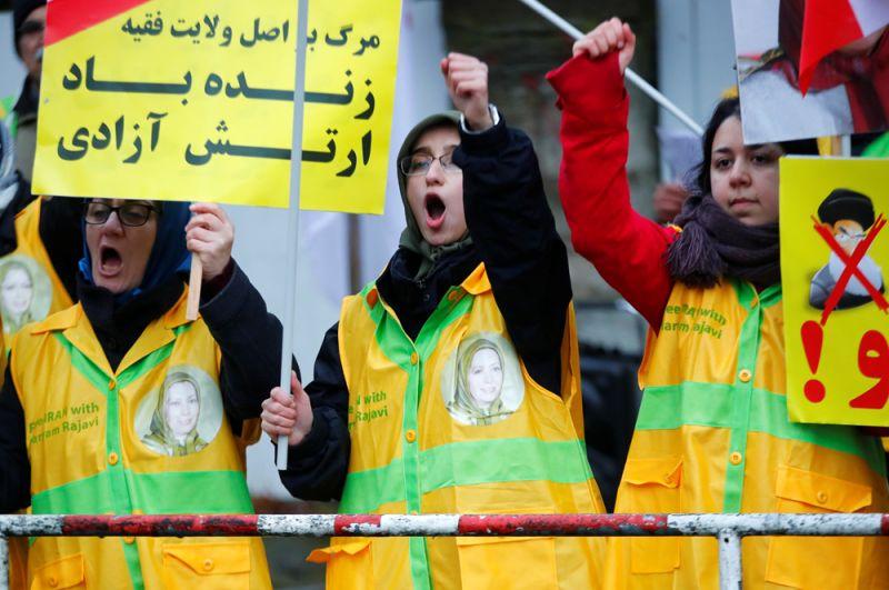 Протесты в Берлине в поддержку демонстраций в Иране против роста цен на бензин.