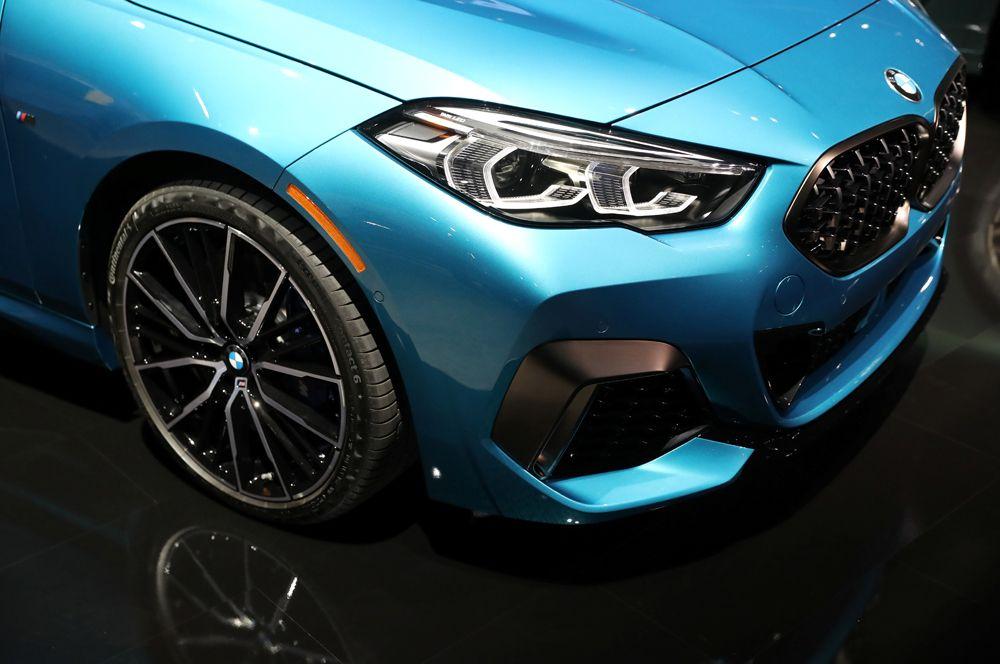 Седан BMW 2 Series.