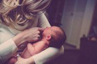 По словам психолога, к материнству начинают готовиться еще в детстве
