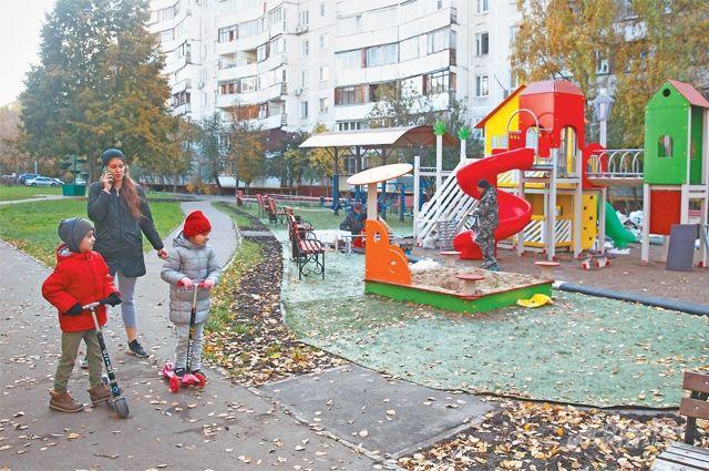Только в этом году во дворах Тёплого Стана появилось 20 детских площадок.