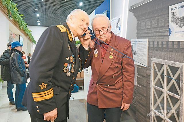 Ветераны высоко оценили выставку и постарались не упустить ни одного экспоната. Особенно им понравились интерактивные решения.