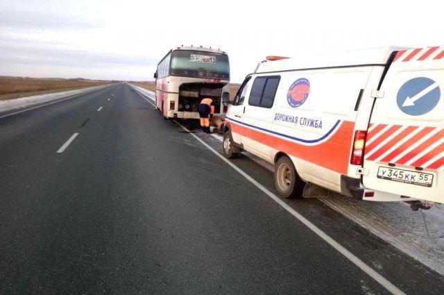 Сотрудники оперативно эвакуировали людей в ближайший кемпинг, а автобус – на станцию технического обслуживания.