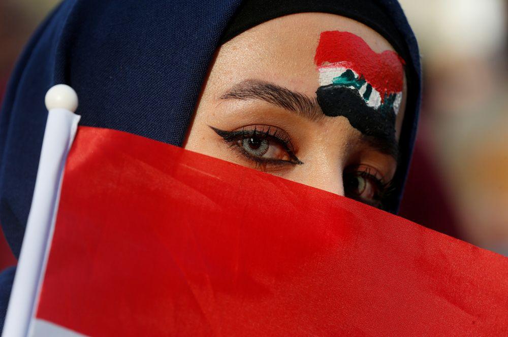 Иракская болельщица перед матчем отборочного турнира чемпионата мира по футболу 2020 на Международном стадионе Амман, Иордания.