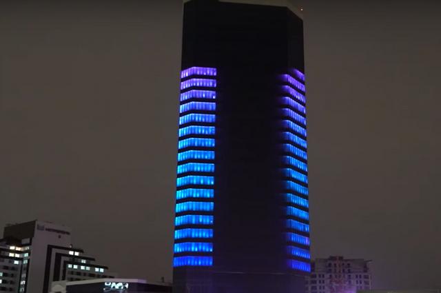 20 этажей «раскрасили» почти тысяча светильников
