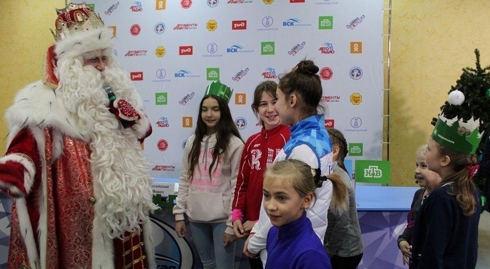 Дед Мороз учился танцевать флекс.