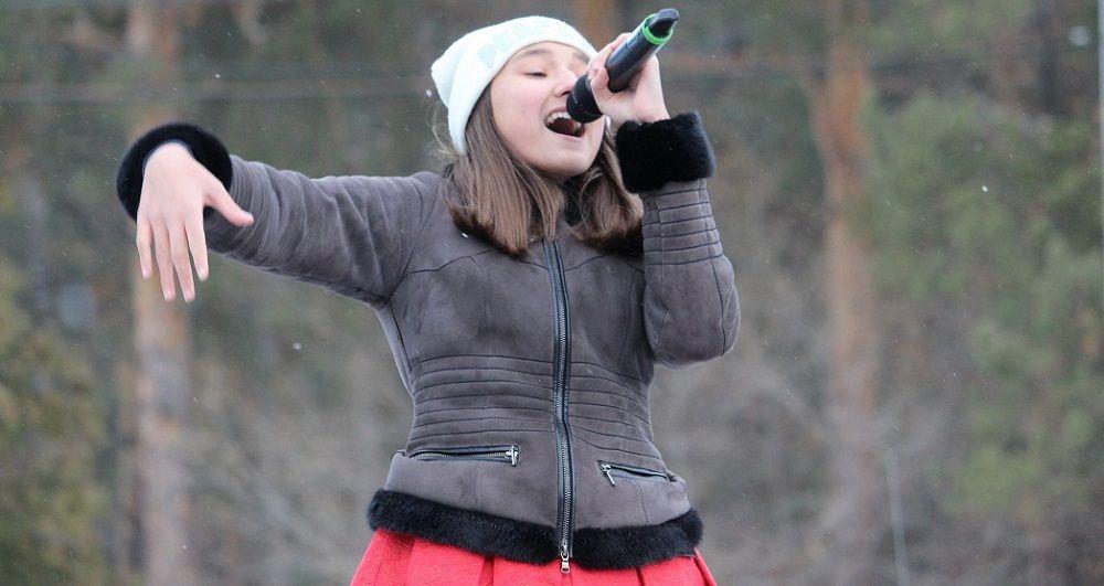 """Участница шоу """"Ты супер!"""" Карина Будаева порадовала песней."""
