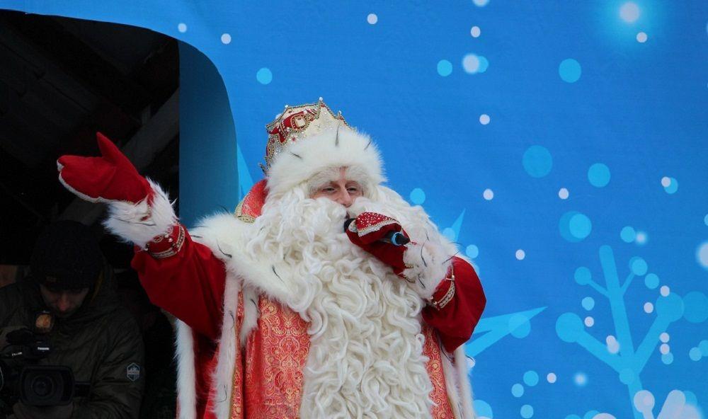 Дед Мороз привез несколько тонн подарков для юных челябинцев.