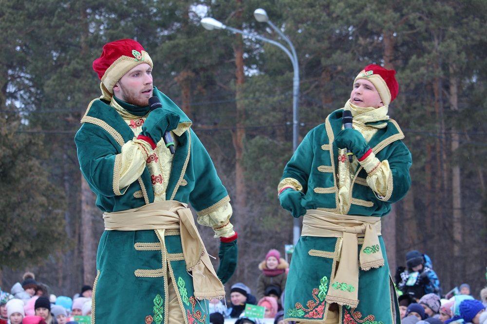 Аартисты из москвы не давали скучать зрителям.