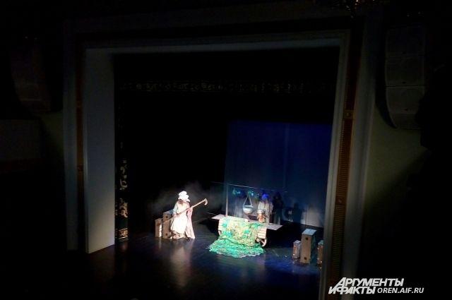 В Оренбурге с гастролями побывал Новосибирский областной театр кукол.