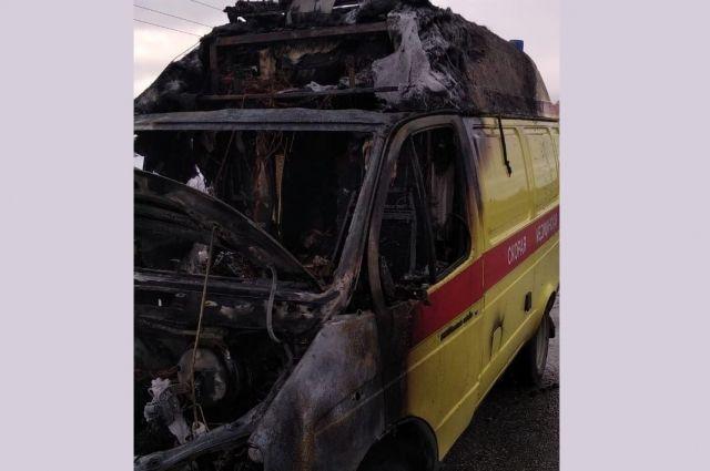 Автомобиль полностью уничтожен огнём.