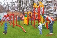 В районе стало больше современных детских площадок, и юные жители оценили их по достоинству.