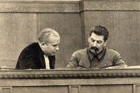 Сталин и Никита Хрущёв в президиуме сессии ЦИК СССР (январь 1936 года).